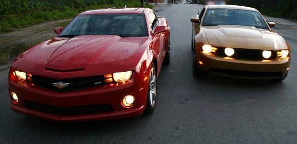 Camaro_V_Mustang